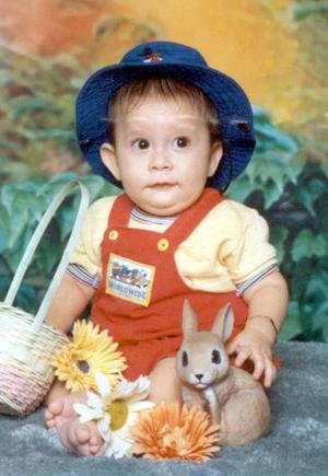 Jared Gerardo de la Peña  en una fotografía de estudio con motivo de su primer año de vida.