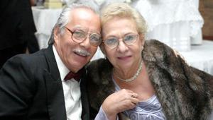 <u> 24 de diciembre </u> <p> Héctor Sánchez Andrade y su esposa en un festejo social.