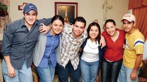 Pepe Hernández, Brenda Romo, Daniel Sotomayor, Nelly Reyes, Cynthia Chapa y Érick Monsiváis en reciente acontecimiento social..
