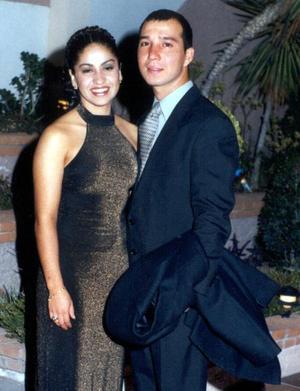 María del Carmen y Emilio R. Cañedo González contrajeron matrimonio recientemente.