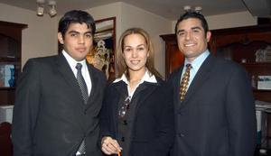 Armando Cobián Jr. Monserrat Salas y Benjamín Salazar, captados en pasado festejo social