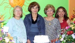 IEstela Cáceres acompañada por su grupo de amigas, en la celebración que le organizaron con motivo de su cumpleaños que se llevó a cabo en días pasados.
