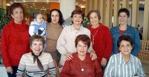 Lupita de Martínez y Conchita de Galván recibieron numerosas felicitaciones por sus respectivos cumpleaños, en el convivio que les ofrecieron.