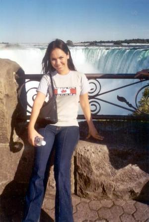 Tamara de la Fuente Zorrilla captada en las Cataratas del Niagara en Canadá, durante un período vacacional por aquel país.