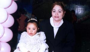 Fátima Ibáñez Ortiz acompañada de su mamá, Herminia Ibarra Ortiz en el festejo de su cumpleaños que le organizó por sus tres años de vida.