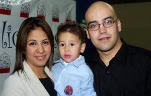 Sebastián Graham de la Cruz festejó su tercer año de vida acompañado de sus papás, Iván Graham y Susana de la Cruz, quienes le ofrecieron una divertida fiesta.
