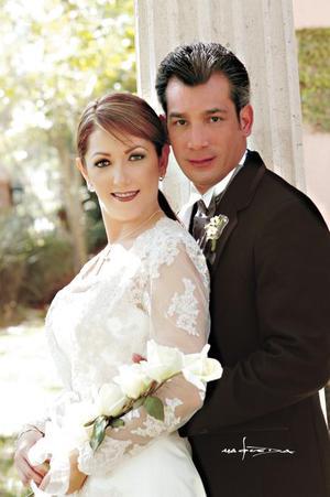 Dr. Arturo Torres Nazer y Lic. Alicia Cárdenas Esquivel contrajeron matrimonio el 22 de noviembre de 2003. Estudio: Maqueda