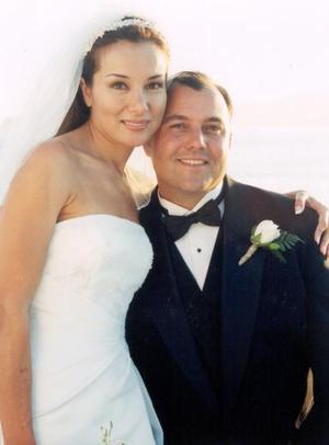 Fred Leach Flower y Enevy Castelan Contreras celebraron su matromonio religioso el diez de mayo de 2003.
