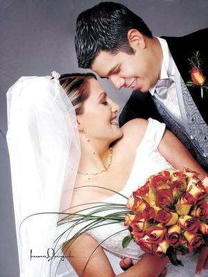Ing. Marco Vinicio Esquivel Mata y Dra. Alejandra Caldera Reyes contrajeron matrimonio religioso en la parroquia de Nuestra Señora de la Virgen de la Encarnación  el  19 de diciembre de 2003.   Estudio: Laura Grageda