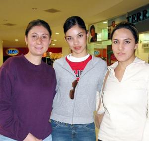 <u>30 de diciembre de 2003</u> Cristina Brenda Espinoza y Katia Ortiz