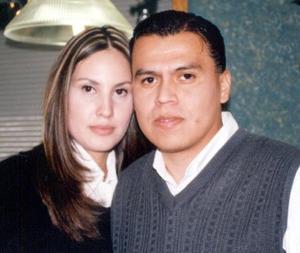 <u>31 de diciembre de 2003</u>  Rosalba Rea de Herrera y Edmundo Herrera Mujica captados en pasado festejo social.
