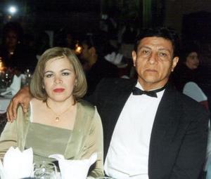 <u>01 de enero</u> Glafira Arias de Martínez y Raúl Martínez Govea festejaron el 25 aniversario de su matrimonio.