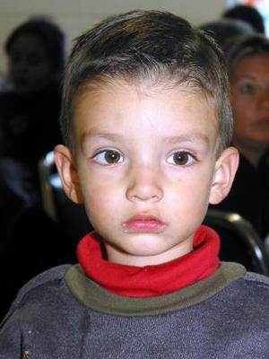 En una reunión familiar fue captado el niño Fernando Ramírez García.
