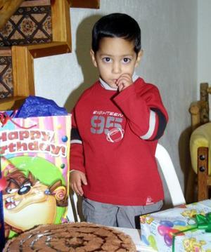 El niño Pavel Guevara Sánchez celebró su tercer aniversario de vida con un convivio ofrecido por sus padres.