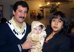 <u>01 de enero</u> Luis Fernando con sus papás Martín Heredia y Claudia Álvarez.