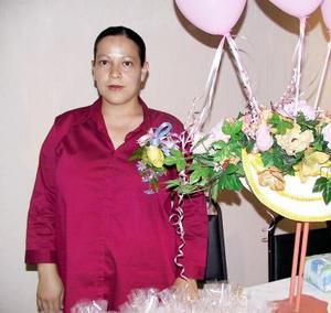 <u>29 de diciembre de 2003</u> Yazmín Hernández de Díaz fue festejada con una fiesta de regalos por el próximo nacimiento de su bebé.