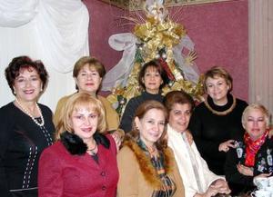 Ángeles de Lara, Carolina de Alonso, Pilar de Vázquez, Lupita de Issa, Rosalía de Gamboa, Mary de Gamboa, Alma de Machado y Yolanda de Porragas.