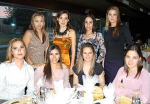 La festejada Mónica González Sánchez con sus amigas Karla Ángel, Georgina Cassani, Vania Bracho, Maritere Hinojosa, Paloma Saavedra, Alejandra Galván y Evelina Morales en su despedida de soltera.