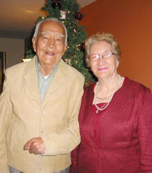 Sr. Vilicio García acompañado de su esposa el día que celebró sus 83 años.