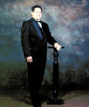 El Ing. Antonio Gutiérrez Escajeda cumplió 50 años de vida el 26 de diciembre de 2003 y lo celebró con una misa de acción de gracias.