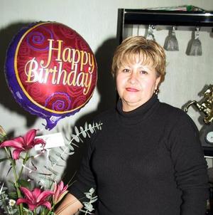 Mireya Juárez de García celebró su cumpleaños con una reunión organizada por sus hijos, Katy, David y Beto