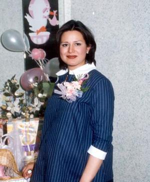 Mirza Zoraida Sánchez de Ramírez en la fiesta de canastilla que se le ofreció por el próximo nacimiento de su bebé