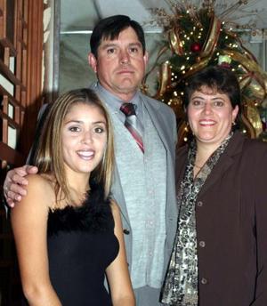 Pedro Sáenz Lavín con su esposa Conce y su hija Conce