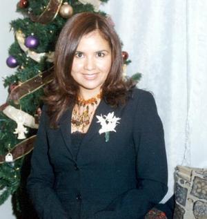 <u>30 de diciembre de 2003</u> Sandra G. Martínez captada en su última despedida de soltera.
