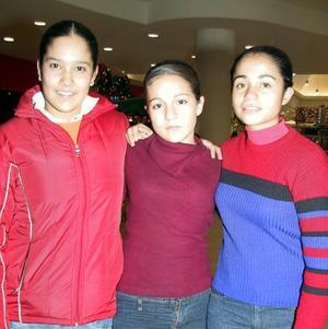 <u>03 de enero</u> Mónica, Cinthia e Ileana de paseo por conocido centro comercial.