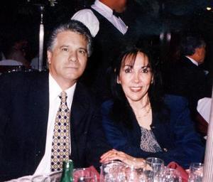 Francisco Albuquerque y Patty de Albuquerque captados en una cena de Año Nuevo