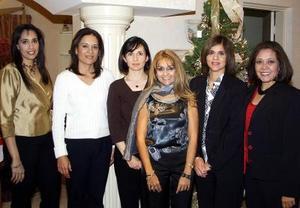 Lucía Morales de Ramos con sus amigas Martha , Lourdes, Carolina, y Josefina en una reunión ofrecida por su cumpleaños.