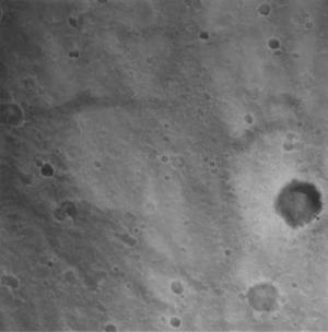 El robot explorador Spirit envió a la Tierra las primeras imágenes del planeta rojo, tras establecer contacto con los científicos de la NASA que dirigen la búsqueda de señales de vida en Marte.
