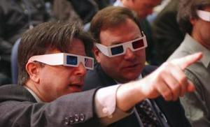 Los periodistas recibieron lentes especiales para observar la imagen en tres dimensiones.