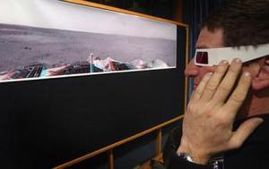 Una pequeña depresión será el primer punto de exploración en busca de signos de agua en Marte del vehículo todoterreno Spirit, que envió su primera fotografía tridimensional de la superficie del planeta rojo, anunció la NASA.