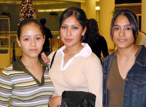 Alejandra Martínez, Denisse Facio y Karla Castillo.