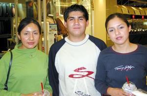 Claudia Elena Meza Sánchez, Hugo Julio Godínez Núñez y Anabel Elena Cabral López.