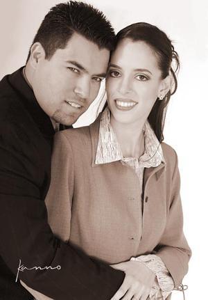 Lic. Adrián Martínez Morales y C.P. Claudia Verónica Herrera Martínez efectuaron su presentación  religiosa el 20 de diciembre de 2003.
