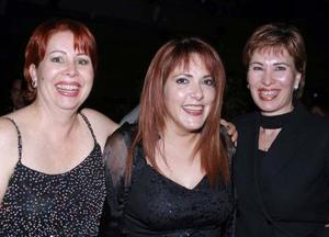 Muy contentas en el baile de Blanco y Negro, Mary Sifuentes, Alma Ochoa y Lupita Valdepeñas