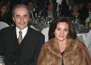 Víctor Mayagoitia y Magdalena de Mayagoitia.