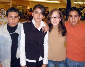 Carlos Echenique, Cynthia Escamilla, Stephanie Flores y José Ávila.