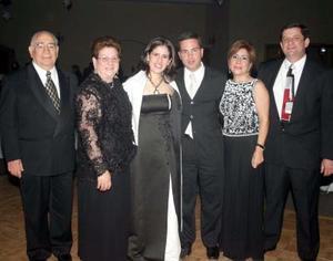 <u>05 de enero</u><p> José Bello Pérez y Yolanda Garza de Bello, Lorena de Sada y Sergio Sada, José Zambrano y Sra.