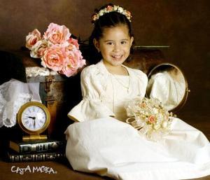 Niña Gabriela de los Ángeles Coronado Delgadillo en una fotografía de estudio con motivo de su tercer cumpleaños de vida