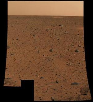 La sonda espacial Spirit ha empezado a a enviar a la Tierra imágenes a color del suelo marciano tomadas con la cámara panorámica con la que fue equipada.