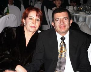 Lupita y Roberto Valdepeñas.