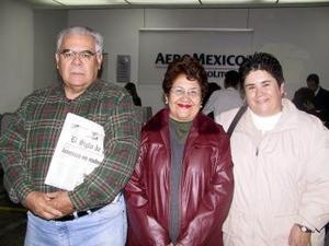 <u>06 de enero </u><p> Leticia Guerrero retornó a México, la despidieron sus papás José Luis Guerrero y Martha de Guerrero.