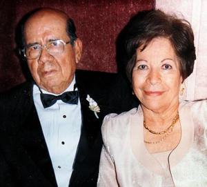Jesús Salas Hernández y María de Jesús Cruz de Salas celebraron sus bodas de oro en el 2003.
