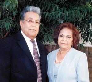 Manuel Muñoz Núñez y María de la Luz Bernal de Muñoz celebraron sus bodas de oro en el 2003.