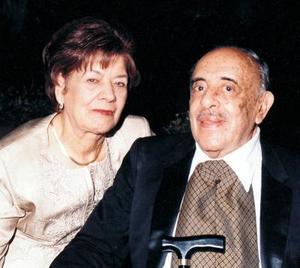 Yolanda Balza de Aguirre y Gustavo Aguirre Linares celebraron sus bodas de oro en el 2003.