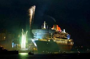 La nueva reina de los mares, el Queen Mary 2, que es el buque más largo, más ancho, más alto, más lujoso y más caro de la historia, fue bautizado en el puerto de Southampton por Isabel II de Inglaterra.