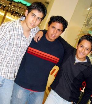 Daniel Albuquerque, Alejandro Wong y Josean Ramírez.
